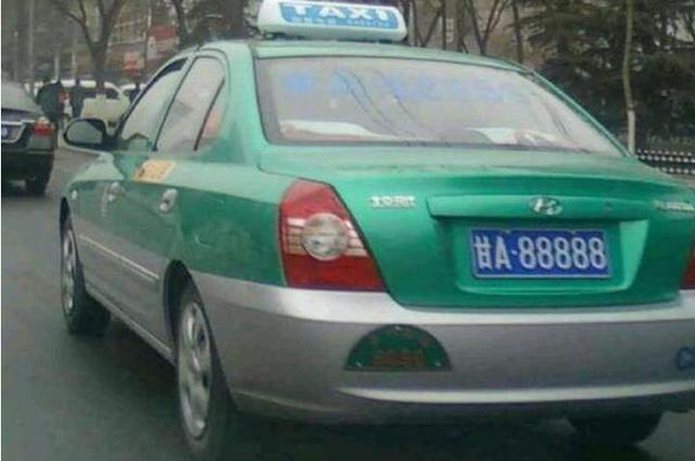 """【做好事出租車獲獎甘A·88888車牌?你又被忽悠了!】昨日一條蘭州市政府獎勵""""甘A·88888""""車牌出租車的消息出現在各大網絡媒體上,引來網民紛紛轉發。"""