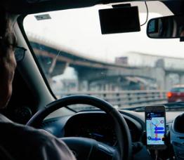 """【滴滴试行醉酒乘车新规:乘客危害行程安全时司机可取消订单】滴滴在最新版滴滴车主APP中增加了与""""乘客醉酒""""相关的报备、申请取消、收取洗车费等处理机制与功能。"""