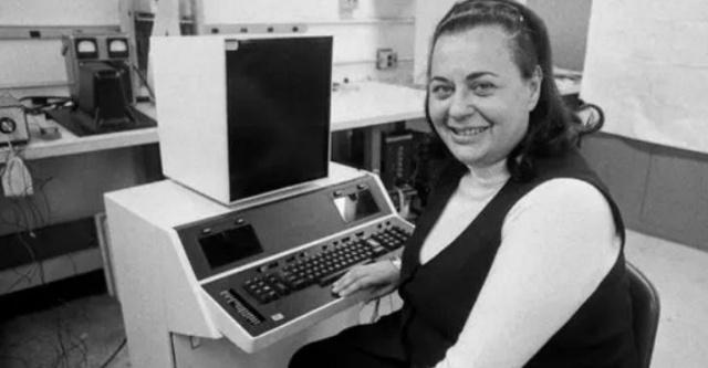 """【电脑""""复制粘贴""""功能发明者去世,被称为记者和秘书的救世主】美国计算机工程师艾芙琳·贝瑞森于12月8日逝世,享年93岁。她发明了人类史上第一台文字处理器""""数据秘书"""",实现了编辑、删除、复制及粘贴功能。"""