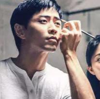【Air Paris:中国男士美妆報告(中英)】2019年中国男性美容市场的增长速度是全球平均增速的两倍(13.5% vs 5.8%),Air Paris中国区主管Chris Krakowski认为,男性美容将成为未来几年最令人兴奋的增长领域之一。